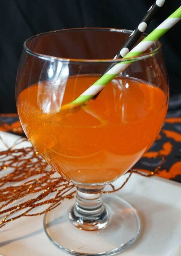 The Crazy Vampire Bat Cocktail is so fun for Halloween